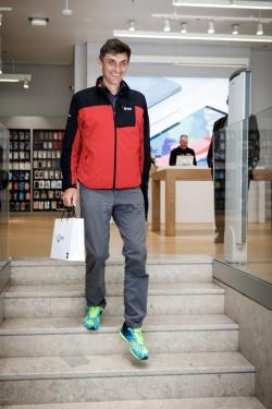 Šťastný majitel nových applewatchek