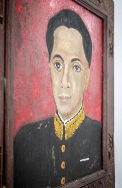 Takto to vypadá, když malíř stojí vedle obrazu a maluje objekt. Docela v pohodě.