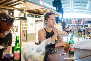 Káva na letišti v Dempasar