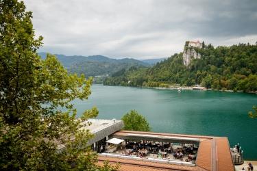 Výhled z hoyelu na hrad Bled