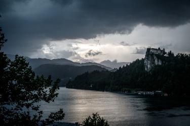 Večer se blíží bouřka