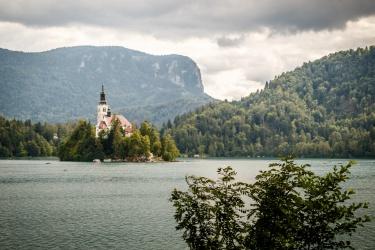 Po 12km se jdeme projít dalších 6km kolem jezera