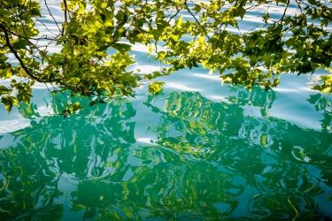 Nádherně modrá voda