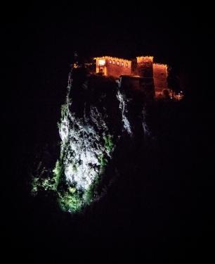 Na hrad vidím z postele