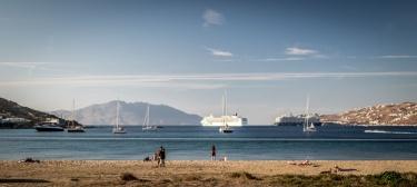 V přístavu jsou 4 velké lodě